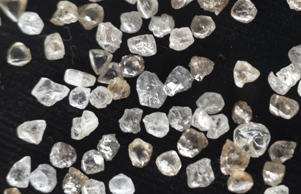 Holiday demand cushions tough year for De Beers
