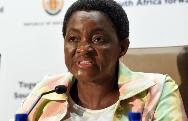 SassaGate: Bathabile Dlamini attacks officials on Twitter while experts suggest Sassa be barred from paying grants