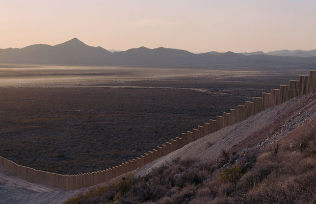 US orders prototypes for Mexico border wall